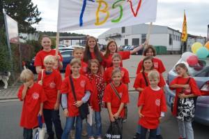 2013 - Kinderturnen ab 7 Jahre mit den Übungsleitern Annika, Hannah und Viki